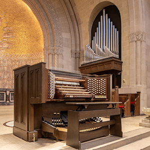 The Reuter Organ in the Chancel of the Shadyside Presbyterian Church Sanctuary. (Photograph taken by Len Levasseur.)